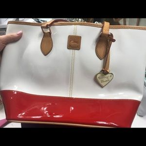 Dooney & Bourke Bags - Great condition authentic Dooney and Bourke tote